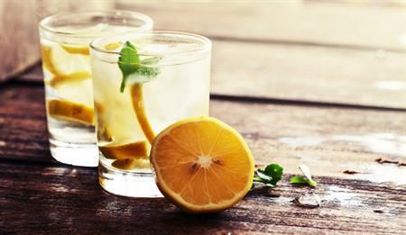 Limonlu su içmenin faydaları