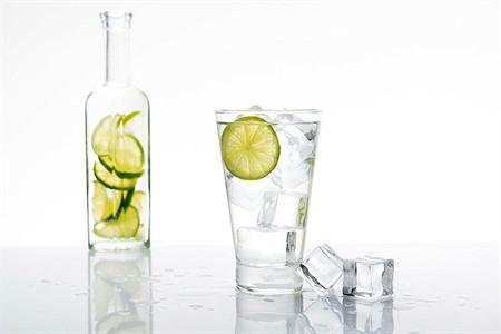 1 ay boyunca limonlu su içmenin mucizevi faydaları